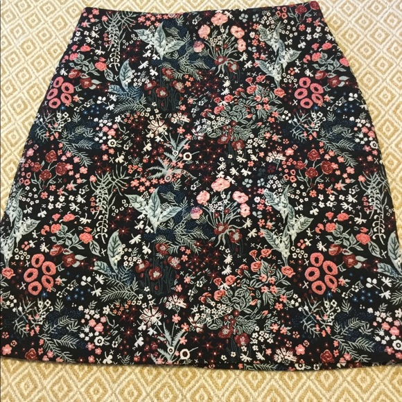 043c843a5 H&M Dresses & Skirts - H&M Sz4 jacquard floral mini skirt, tapestry weave